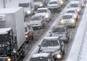 Непогода в Украине: На трассе Киев-Чоп образовался 20-километровый затор