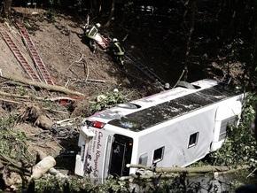 В Германии автобус упал с обрыва: погибли пять человек (обновлено)