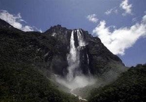 Чавес переименовал самый высокий в мире водопад