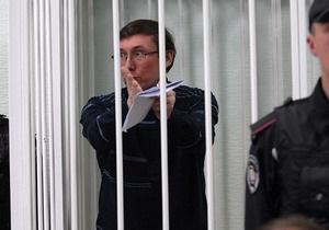 Луценко продолжает голодать. Адвокат и жена просят генпрокурора отменить арест