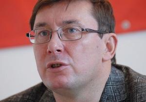 Луценко призвал милицию не трогать людей, которые протестуют на Майдане