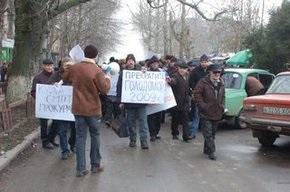 Рабочие херсонских заводов вышли на акцию протеста