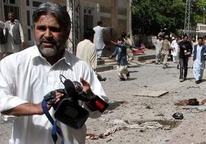 Пакистанская полиция заявляет, что взяла под контроль одну из захваченных мечетей