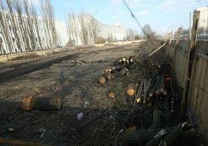 В Киеве незаконно вырубили сквер. Прокуратура возбудила уголовное дело