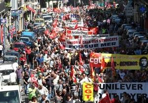 Десятки тысяч французов бастуют против повышения пенсионного возраста