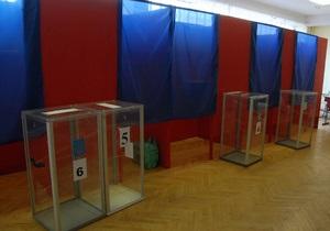 В Луганской области неизвестные разгромили избирательный участок. Милиционер прикрыл бюллетени грудью