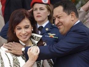 Чавес спел президенту Аргентины песню и рассказал анекдот о своем мозге