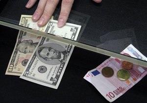 Гривна отыгрывает падение к доллару на межбанке