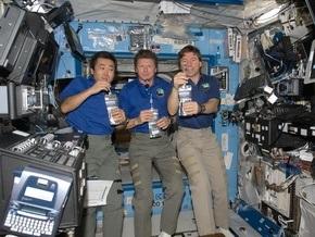 Первый тост: NASA разрешило экипажу МКС пить воду из мочи
