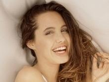 Опубликованы новые фото 16-летней Анджелины Джоли