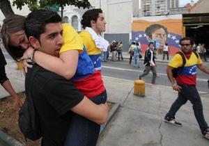 В столице Венесуэлы демонстрация оппозиции столкнулась с оппонентами и полицией, есть пострадавшие