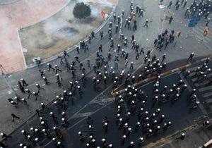 После столкновений с демонстрантами турецкие полицейские сыграли в футбол