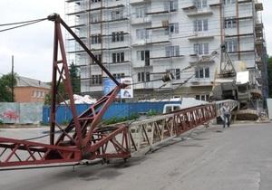 новости Ровно - кран - В центре Ровно упал строительный кран