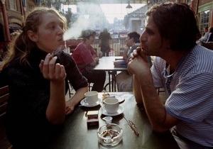 Пассивное курение может привести к глухоте