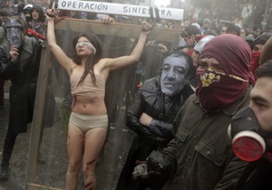 В Чили показ фильма о Пиночете завершился столкновениями демонстрантов с полицией