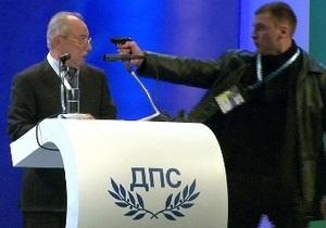 Покушение в прямом эфире: На лидера партии этнических турок в Болгарии направили пистолет