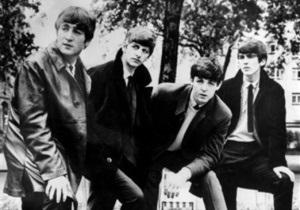 Фанатам запретили фотографироваться возле школы Леннона и Харрисона
