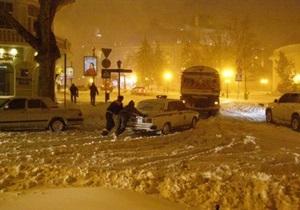Удар стихии: Украину будет засыпать снегом еще три дня
