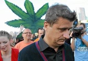 Депутат польского Сейма продемонстрировал журналистам запах марихуаны