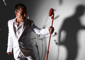Сегодня в Киеве выступит золотой голос мюзикла Нотр Дам де Пари