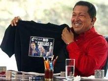 Король Испании подарил Чавесу футболку со скандальной фразой
