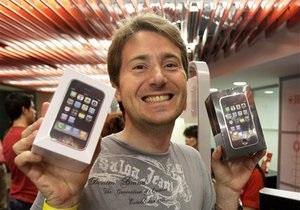 В Нью-Йорке бесплатные iPhone 3 смели с прилавков за несколько дней