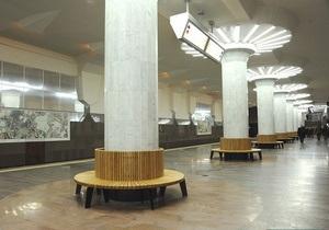 В харьковском метро в целях экономии отказались от лавочек из индонезийского дерева джатоба