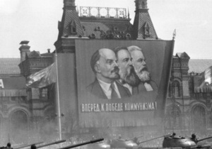 Русская служба Би-би-си: Двое мужчин в одной ванне - пропаганда коммунизма