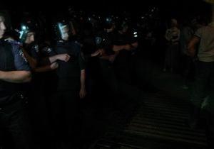 новости Киева - КУПР - протесты - милиция - Святошино - Столкновения возле Святошинского РУВД: от слезоточивого газа пострадала милиция