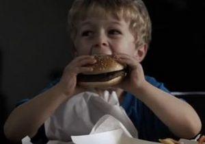 В социальной рекламе гамбургер сравнили с героином