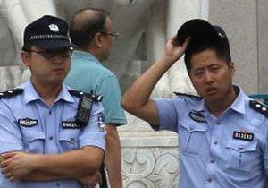 В Китае задержан полицейский, швырнувший младенца