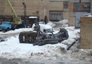 Киевские журналисты пытались продать фигуры памятника основателям Киева