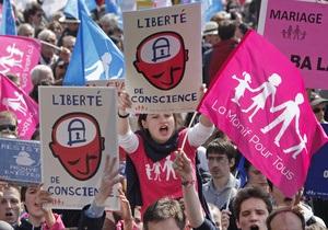Франция однополые браки - противники закона прислали спикеру парламента порох и угрозы