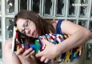Американка сделала себе протез из конструктора Lego