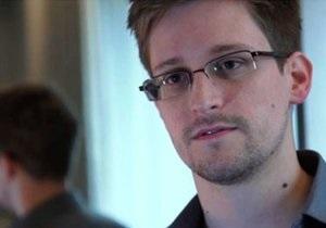 Сноуден - Коммерсантъ выяснил, почему Сноуден застрял в России