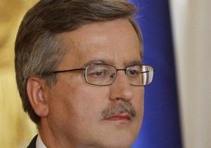 Польша не должна облегчать России давление на Украину - Коморовский