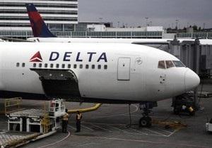 Самолет со 142 пассажирами на борту совершил аварийную посадку во Флориде