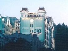 Швейцара киевского Premier Palace поймали на сутенерстве