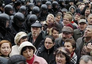 Участники акции протеста в центре Киева переместились к Администрации Президента