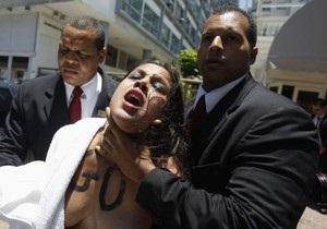 Активисты FEMEN провели акцию в Бразилии