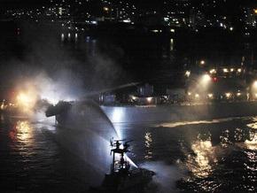 У берегов Японии столкнулись эсминец и контейнеровоз