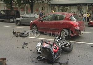 В Киеве на бульваре Леси Украинки погиб мотоциклист