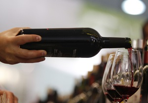 Генконсула Франции в Гонконге, подозреваемого в краже дорогого вина, отозвали в Париж