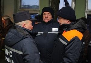 Бойцы МЧС извлекли из-под завалов больницы в Луганске тела 16 погибших