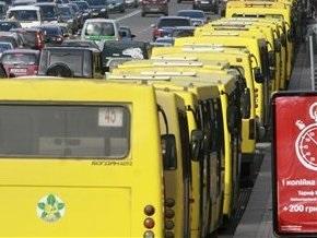 В Киеве столкнулся трамвай с маршруткой: есть травмированные