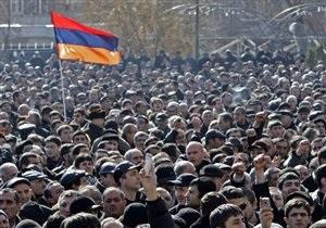 В Армении спикер парламента подал в отставку перед выборами