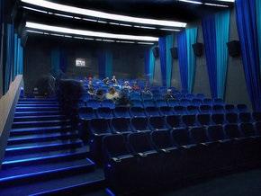 В России почти вполовину упала посещаемость кинотеатров