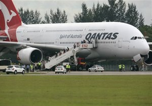 Австралийская авиакомпания приостановила полеты лайнеров А380 после экстренной посадки в Сингапуре