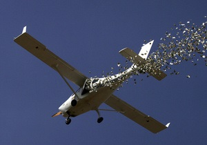 В небе над Австрией взорвался небольшой самолет