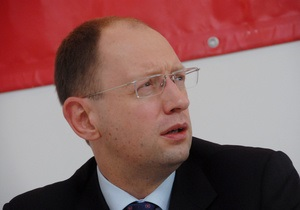 Яценюк убежден, что беспошлинный импорт бензина происходит под прикрытием властей